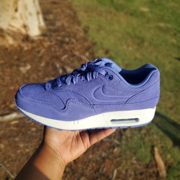 Nike Air Max 1 Premium Women's Sz 7.5 Shoe 454746 010 SUEDE